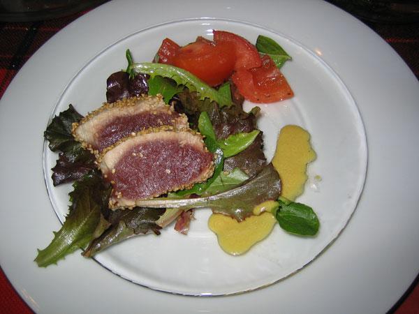 seared tuna and salad